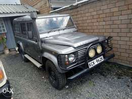 Landrover defender Puma KCK year 2011 at 3.5m
