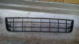 Golf 5 font bumper center down grill, price R100. Call Patrick