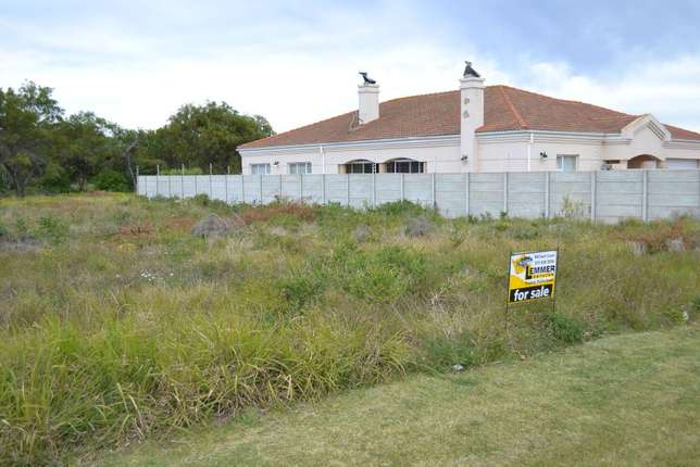 Summerstrand - 5 Amery Crescent - 800m2 - Walled at 2 sides - REDUCED Summerstrand - image 2