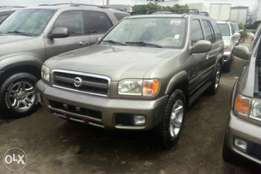 Completely clean toks 2003 Nissan pathfinder. Gray. Tincan cleared