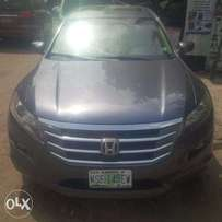 Nigerian-Used Honda Crosstour, 2010, Full-Option. Very OK