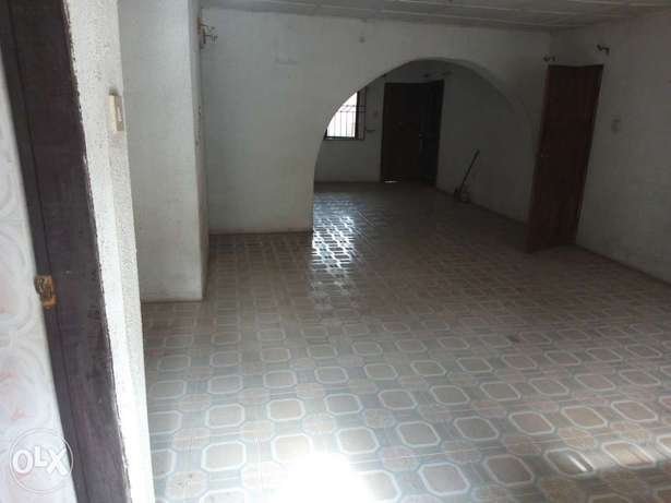 Big and spacious 3 bedroom flat for rent Ojodu - image 1