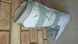 Moon boot and crutches set