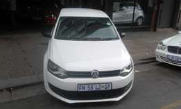 Vw polo 6 confort line 1.6 white in color 2012 model 76000km R115000