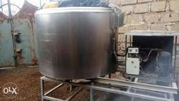 1200 litre capacity milk cooler, made Italy with automatic cooling sys