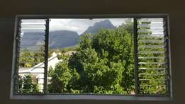 2 bedroom apartment available immediately in Rondebosch