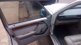 Quick sale 124 Mercedes Benz for 550k Negotiable