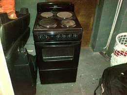 DEFY 4 plate stove in good condition, R1500 slightly negotiable.