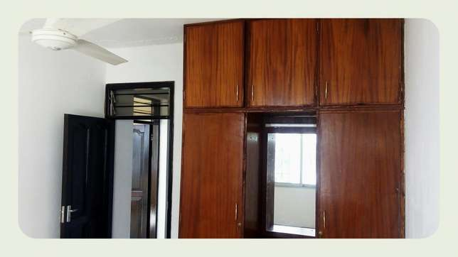Medium spacious 3 bedroom apartment with 4 tenants only in the compou Nyali - image 6