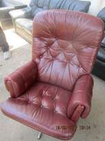 Recliner/swivel pure leather chesterfield button seat from germany 40k