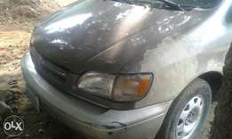 Neatly used toyota sienna 1999 model for sale