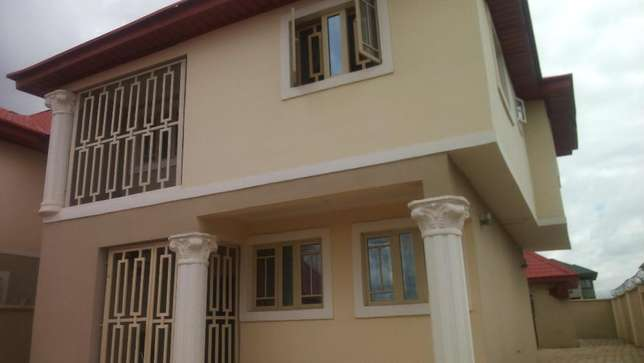 3 Convenient Bedroom Duplex Apartment For Sale., active Wuse II - image 4