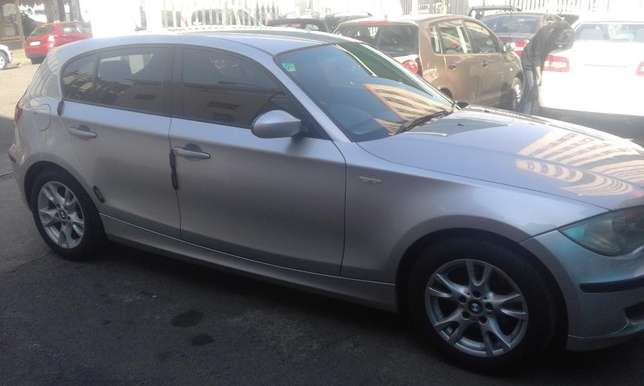 BMW 1series hatshback 2008 model silver in color 127000km R98000 Johannesburg CBD - image 3