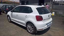 Volkswagen polo 1.2tsi highline auto, panoramic roof , Cloth Uphols