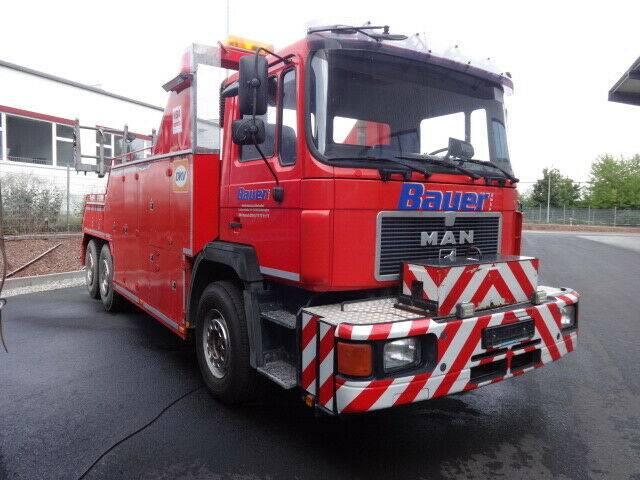MAN 26.332 6x4 AWU Bus-Brille-AgefaT40u002FAufbau Bj2004 - 1990
