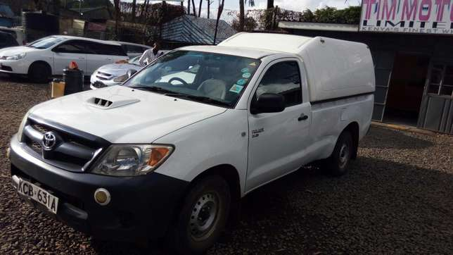 Toyota hillux, manual diesel, 2500cc, year 2007, accident free. Nairobi CBD - image 5