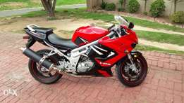 HYOSUNG GT650R Like new only 5000 km