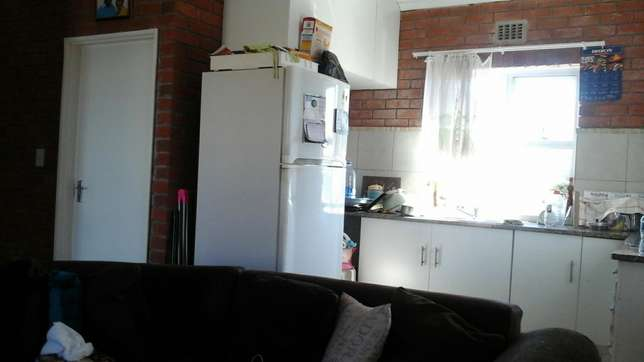 Available now room to rent in wynberg Wynberg - image 1