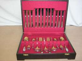 44 piece canteen of cutlery in wooden box hardly used