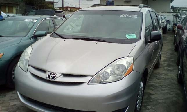 2007 Toyota Sienna Toks For Sale!!! Lagos Mainland - image 2