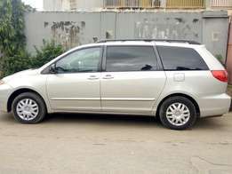 Hurry Affordable Toyota Sienna 2006 Up For Grab