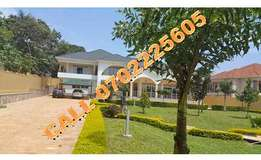 Nice 6 bedroom mansion for sale in Munyonyo at 950,000$