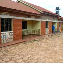Two bedroom house for rent in Kira at 350k