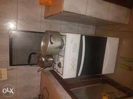 Clean maxi gas cooker for sale
