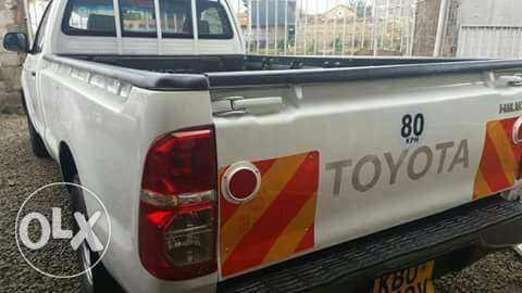 Very clean toyota hilux single cab pick up Nairobi CBD - image 3