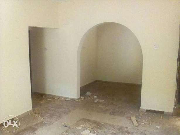 To let: 2bedrm flat 3 toilet in Ijapo extension Akure South - image 1