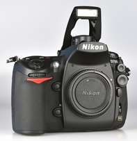 Nikon D700 + 16GB Card + Battery +Charger