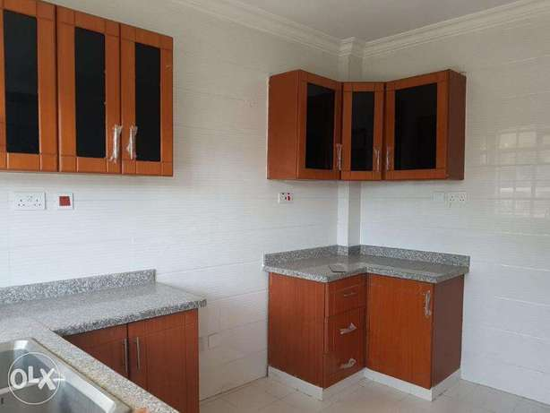 Luxurious All Ensuite 3 Bedroom +DSQ in Lavington off Hatheru Road Nairobi CBD - image 3