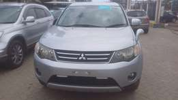 Fully loaded Silver Mitsubishi Outlander available for sale