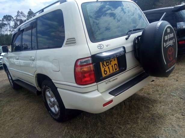 landcruiser Vx Petrol v8 well maintained car on quick sell Nairobi CBD - image 5