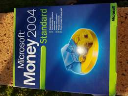Microsoft Money 2004, complete kit, book and CD