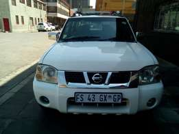 Very clean 2011 Bakkie Nissan NP300 for sell