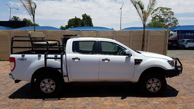 Ford Ranger D/Cab 2,2 XLS 4X4 With Cattle rails and Hunting Seats Kempton Park - image 6