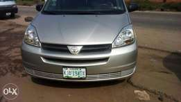 Nigerian Used Toyota Sienna, 2005, 4WD, Very OK. You'll Like it.
