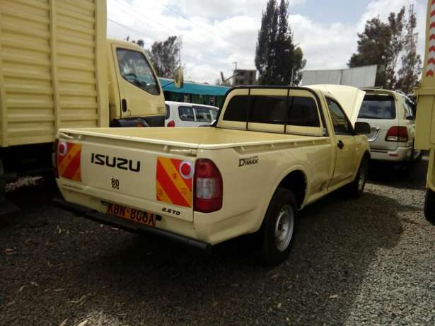 Isuzu d-max 2011 Model In Immaculate Condition Karen - image 2