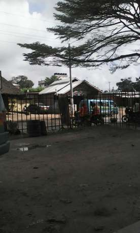 Shop to let on front road vescon Mombasa Island - image 1