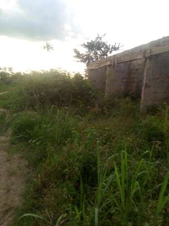 Distress; 3 Plots CornerPiece behind petronella eneka Port Harcourt - image 1