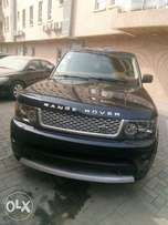 Luxury Range rover available for Airport pick up/drop off and Car Hire