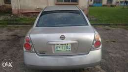 Niz carz, very clean neat and maintained altima