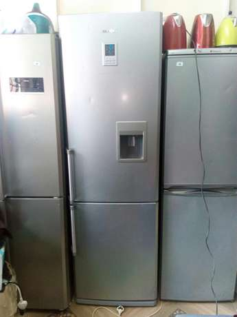 Samsung silver mega fridge on offer Nairobi CBD - image 2