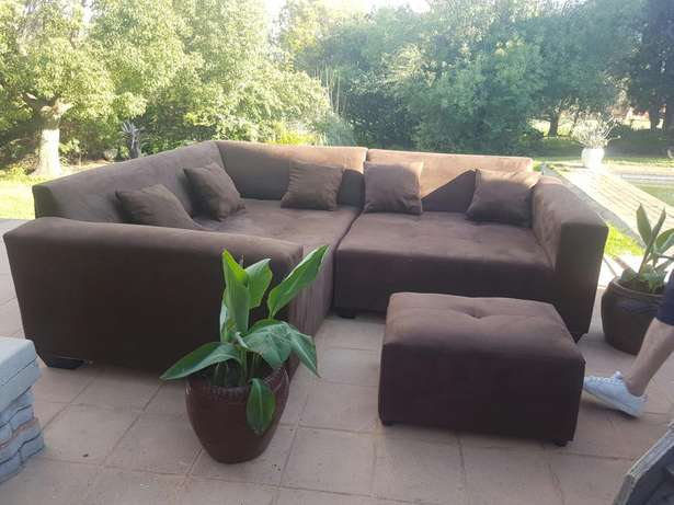 Large L Shape Corner couches. Include delivery in midrand area. 2.2x m Midrand - image 4