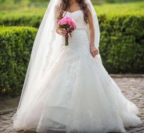 Весільня сукня з шлейфом