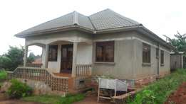 4 bedrooms house up 4 sale in namugongo at 135m
