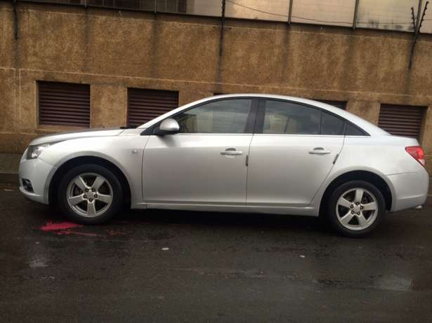2011 Chevrolet Cruze 1.6 silver in color. Wolhuter - image 7