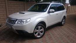 Subaru Forester 2.0 D Premium for sale - excellent condition