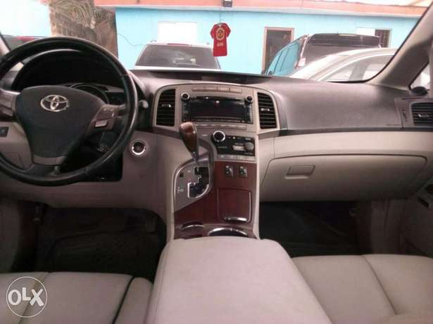 ADORABLE MOTORS: An extremely clean, fairly used 010 Toyota Venza Lagos Mainland - image 7